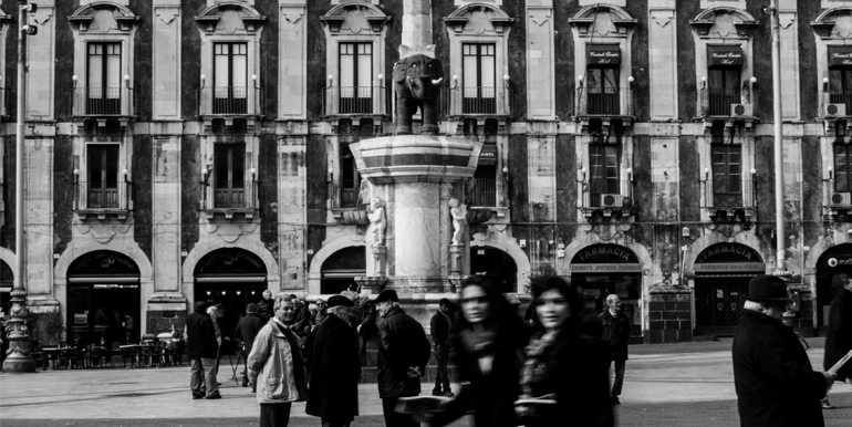 Catania_piazza_duomo_liotro_elefante_simbolo_città_sud_est_immobiliare