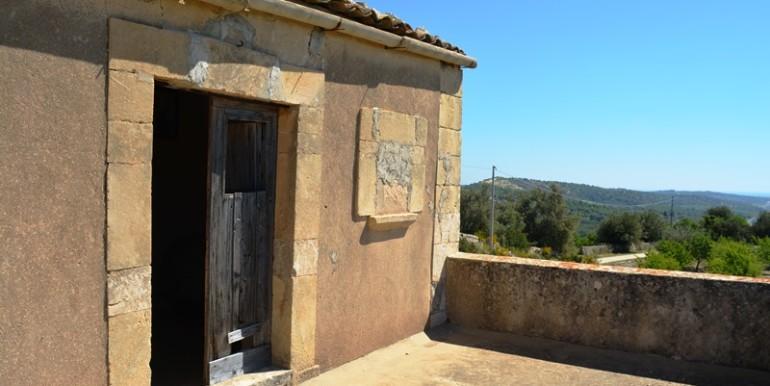 A-Noto-in-contrada-saccollino-terreno-con-vista-mare-terrazza-2