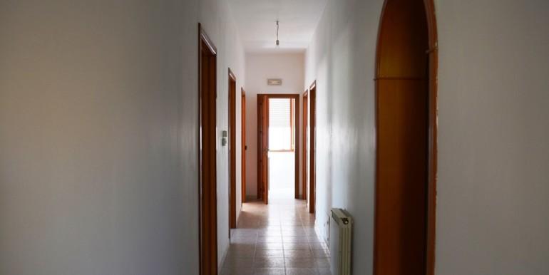 Appartamento-a-Noto-con-giardino-privato-corridoio