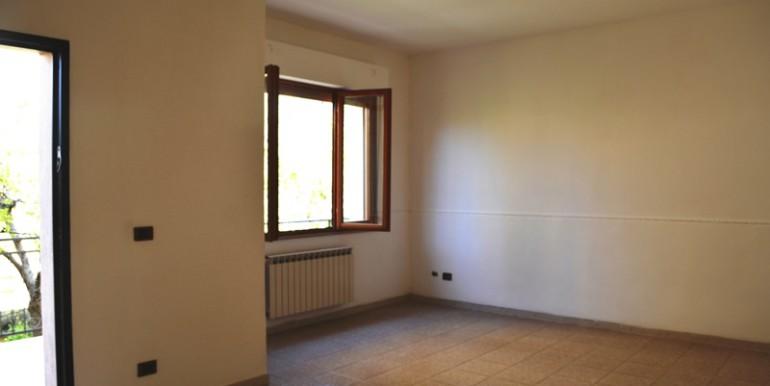 Appartamento-a-Noto-con-giardino-privato-ingresso