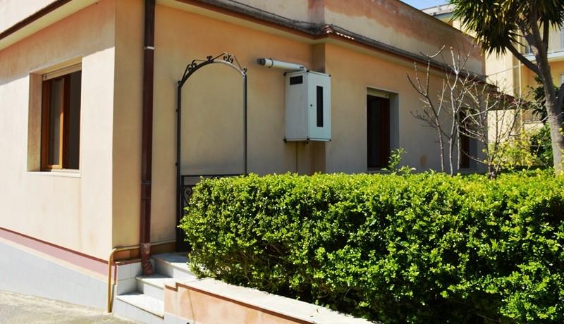 Appartamento-a-Noto-con-giardino-privato-prospetto