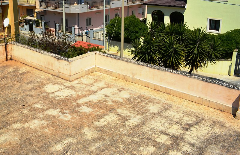 Appartamento in villa a noto sud est immobiliare - Appartamento con giardino privato ...