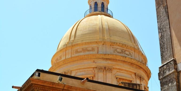 casa-a-Noto-all'ombra-della-Cattedrale-cupola
