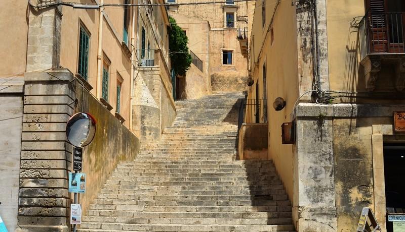 casa-a-Noto-all'ombra-della-Cattedrale-scalinata