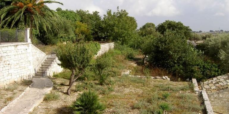 Fascino-della-pietra-in-villa-a-Modica-7