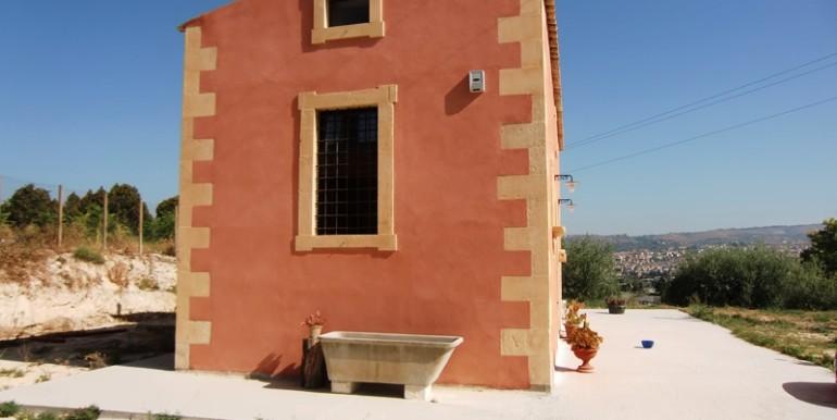 Villa-con-vista-su-Noto-esterno3