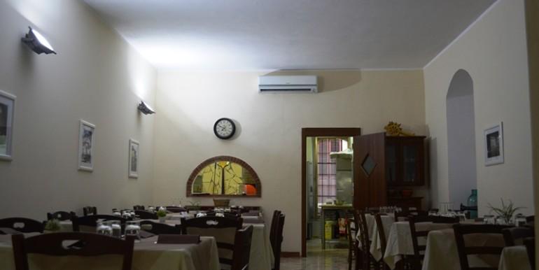 Pizzeria-Bar-in-vendita-a-Noto-sala-1