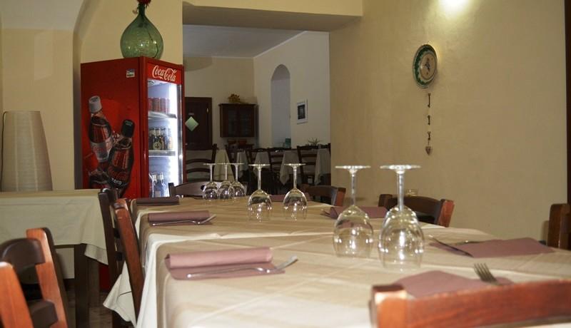 Pizzeria-Bar-in-vendita-a-Noto-sala-2