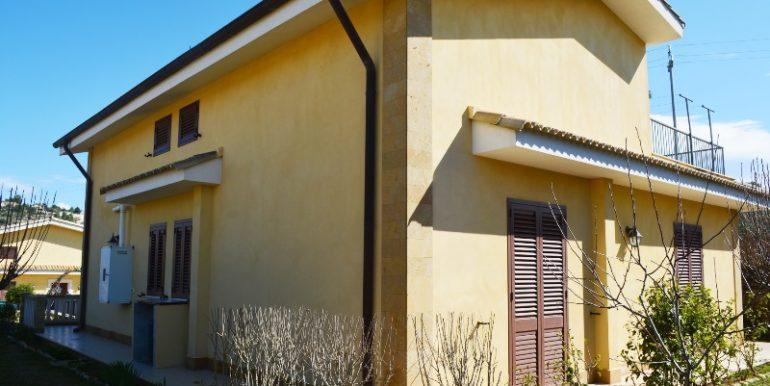 Villetta in vendita a Lenzavacche vista laterale