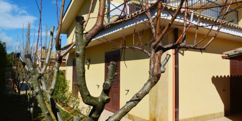 Villetta in vendita a Lenzavacche vista retro