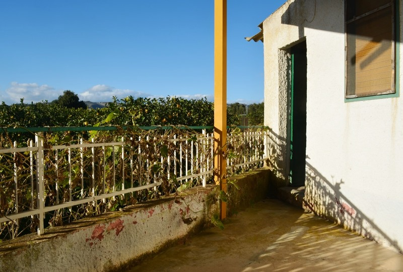 Terreno con casa per vacanze ad Avola